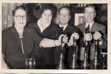 Aunt Bet, Mary, Uncle Alf and Arthur. Photo owned by Warren Carter