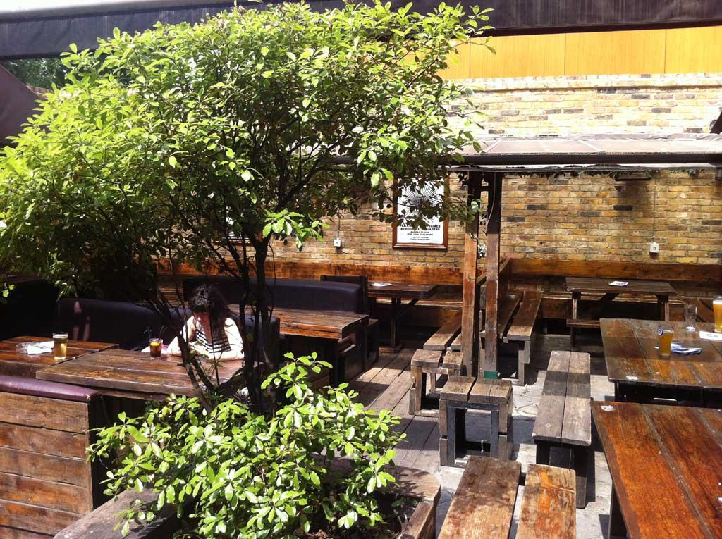Lock Tavern garden