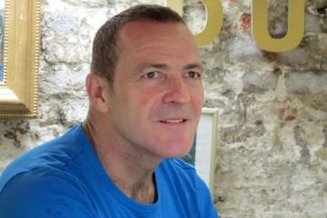 Stuart Clarke1